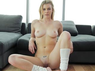 Blonde give foot job