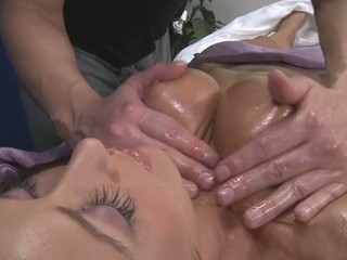 Hawt 18 year old acquires screwed hard by her massage therapist